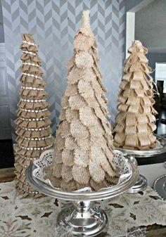 Weihnachtsbäume aus Leinen