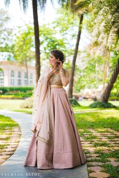 If you are the sister of the bride, then just after the bride's wedding lehenga, your wedding outfit will come under notice! So here's bringing Indian Wedding Dresses for bride's sister and they are more than gorgeous! Party Wear Indian Dresses, Indian Fashion Dresses, Wedding Dresses For Girls, Indian Bridal Photos, Indian Bridal Outfits, Engagement Dress For Bride, Wedding Attire, Wedding Lehenga Designs, Indian Wedding Bride