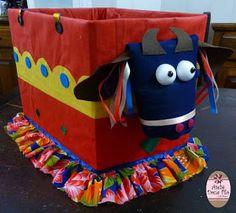 Dona Filó - Ateliê: Fantasia Bumba Meu Boi ou Boi Bumbá Reciclada Toy Chest, Diaper Bag, Dance, Teaching, Toys, Room Art, Norte, Dancing