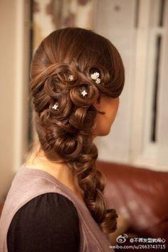 coiffure mariage, coiffure mariée, wedding haitstyle http://lamarieeencolere.com/post/33693900618/coiffure-mariage