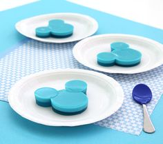 Mickey Mouse Gelatin Jigglers | Disney Baby  Love it! Gelatina com creme... Pode ser Qualquer cor de decoraçao
