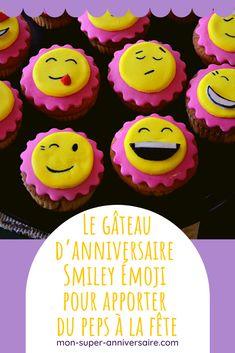 Toutes les astuces pour créer de A à Z une sweet table et un gâteau d'anniversaire Smiley Émoji coloré et complètement dingue ! 12 Cupcakes, Smileys, Biscuit Oreo, Macaron, Table, Desserts, Food, White Chocolate, Emoji Cake