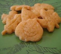 Halloween Cheese Wafers Recipe Video by weelicious | ifood.tv