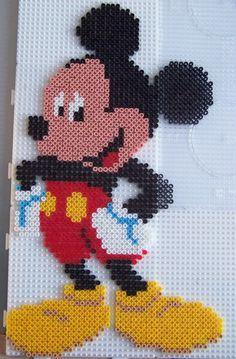 Hama Beads Disney, Perler Beads, Perler Bead Emoji, Perler Bead Art, Hama Disney, Melty Bead Patterns, Pearler Bead Patterns, Perler Patterns, Art Perle