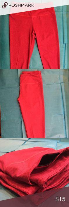 Fabletics Capri Legging- S hot pink - heathered - hidden pocket - size s Fabletics Pants Capris