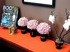 Halloween Lollipop Trees (she: Brandy) - Or so she says. Easy Halloween Crafts, Holidays Halloween, Halloween Themes, Halloween Decorations, Lollipop Craft, Lollipop Tree, Baby Food Containers, Baby Food Jars, Formula Can Crafts