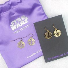 DIY your photo charms, compatible with Pandora bracelets. Make your gifts special. Make your life special! Star Wars Queen Amidala Naboo symbol dangle earrings jewelry by Her Universe ⭐️ Star Wars fashion ⭐️ Geek Fashion ⭐️ Star Wars Style ⭐ Geek Fashion, Star Fashion, Star Wars Jewelry, Queen Amidala, Star Wars Outfits, Jewelry Tattoo, Kawaii, Star Wars Gifts, Photo Charms