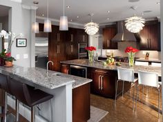 Love the contemporary design style, but hate the cool, sterile look of white cabinets? Here's how to design your own warm contemporary kitchen! Contemporary Style Kitchen, Contemporary Decor, Contemporary Kitchen Remodel, Contemporary Kitchen, Kitchen Design, Kitchen, Cheap Kitchen Cabinets, Kitchen Styling, Contemporary Home Decor