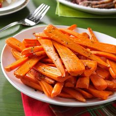 Thyme-Roasted Carrots Recipe- Recipes Cutting the carrots lengthwise makes this dish look extra pretty. For even more elegance, garnish with sprigs of fresh thyme or parsley. Potluck Recipes, Side Dish Recipes, Cooking Recipes, Dishes Recipes, Recipies, Potluck Ideas, Dessert Recipes, Carrot Recipes, Vegetable Recipes