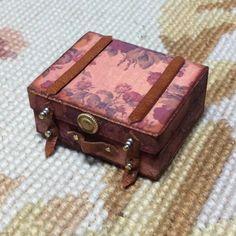 Luggage Bag Suitcase Satchel Valise Grip Small 1:12 Dollhouse Miniature