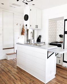 the most beautifully renovated RV to inspire your camper or wheel rest. of the most beautifully renovated RV to inspire your camper or wheel rest. 87 Best Farmhouse Bathroom Decor Ideas on A Budget ~ Rv Living, Tiny Living, Simple Living, Small Motorhomes, Light Trailer, Camper Trailers, Travel Trailers, Camper Van, Rv Trailer