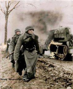 Soldaten der Kampfgruppe Hansen am 18.Dezember 1944, Straße nach Poteau, Belgien