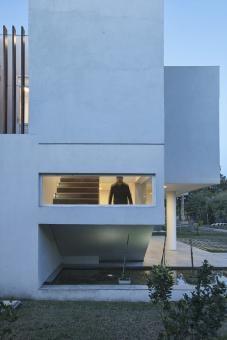 RA House by Pablo Anzilutti