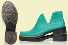 Ces semelles sont parfaits pour chaussures feutrée. Elles sont profondes et il aide à garder la forme de bottes de feutrés. Ils ont un haut les bords, donc feutrées bottes peuvent être cousus non seulement collé à la plante. En achetant cet article vous confirmez que vous avez lu et