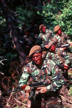 """Members of the """"Vojska Jugoslavije"""" (Yugoslavian Army) during the war in Kosovo 1999."""