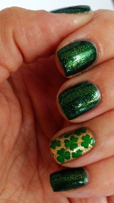St. Patrick's Day shamrock nails, DIY St Patrick's Day manicure, St. Patricks' Day makeup ideas  #nails #art #DIY  www.loveitsomuch.com