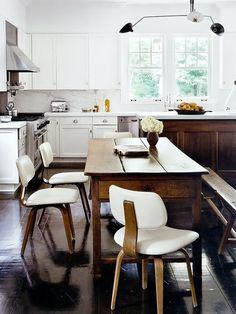 Cozinha com mesa rústica Designer: Julie Hillman Fotógrafo: Manolo Yllera Fonte: AD Espanha Maio 2013
