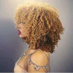 Big Afro hairstyles are basically the bigger and greater version of the Afro hairstyles. Afro which is sometimes shortened as 'FRO, is a hairstyle worn naturally outward by The African American black people. Texturizer On Natural Hair, Natural Hair Tips, Natural Curls, Natural Hair Styles, Natural Beauty, Cabelo 3c 4a, Tapered Haircut, Pelo Afro, Natural Hair Inspiration