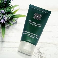 Este tratamiento de #rituals  es genial. Exfolia e hidrata las manos, dejándolas suaves y bonitas en solo unos minutos, ¿lo has probado? // This treatment by Rituals is great. This product leaving your hands soft and beautiful in just a few minutes, have you tried it?  #rituals #ritualscosmetics #handscare #skincare #skincareproducts #amazing #instamoment #instagramers #instadaily #photooftheday #picture #makeuplove #makeup #bblogger #beautybloggers #spanisblogger #khimma #eltocadordekhimma…