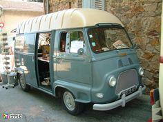 Love the dusk eggshell colour of this Renault Estafette. Truck Camper, Camper Van, Classic Trucks, Classic Cars, Gmc Motorhome, Caravan Renovation, Cool Vans, Power Cars, Camping Car