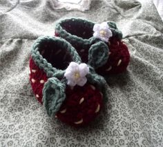 Strawberry Booties, free pattern.  TOO CUTE!