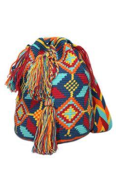 wayuu mochila Crochet Coin Purse, Crochet Purses, Bead Loom Patterns, Crochet Patterns, Mochila Crochet, Crochet Handbags, Tapestry Crochet, Diy Handbag, Knitted Bags