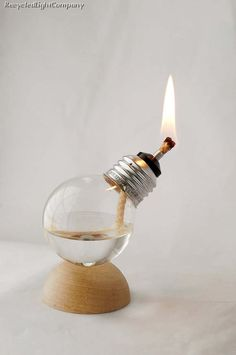 lampada ad alcool con lampadina ad incandescenza, reclaimed lamp, bulb lamp, oil lamp