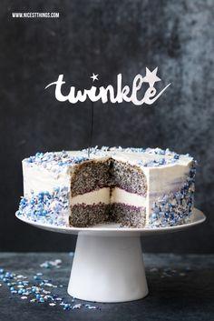Galaxie Torte Galaxy Cake Rezept mit Mohn, weisser Schokolade, Pflaume