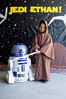 Cute photo op, and we could include a print in everyone's thank you card. Star Wars Birthday, Star Wars Party, Jedi Training Academy, 7th Birthday Party Ideas, Leia Star Wars, Star Wars Decor, Cute Stars, Party Party, Logan