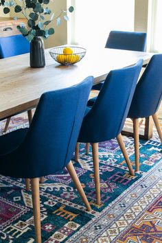 How To Choose Dining Chairs For Your Dining Table Midcentury modern dining table and chairs Mid Century Modern Dining Room, Midcentury Modern Dining Table, Dining Room Blue, Wooden Dining Room Chairs, Dining Room Table Decor, Modern Dining Room Tables, Mid Century Dining Chairs, Dining Room Design, Modern Table And Chairs