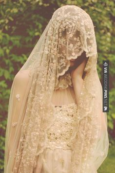Love the veil style but in white