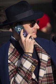Para enfrentar as baixas temperaturas do inverno do hemisfério Norte com muito estilo, os fashionistas que marcaram presença na feira de moda masculina Pitti