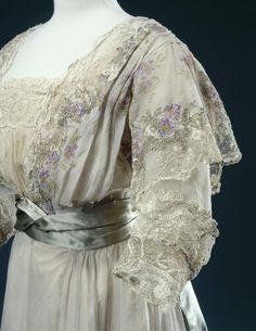Worth reception dress, 1900's From the Musée Galliera