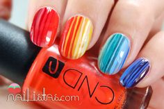 Uñas decoradas con arcoiris