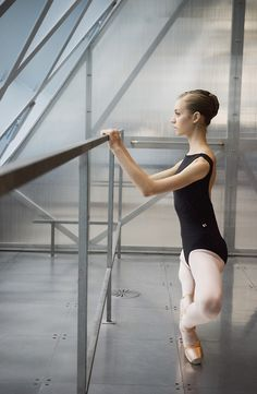 Ballet dancer and teacher. And yes I am a man en pointe.Graduated from ballet school in 2011 Russian living in Australia. Ballet Class, Ballet Dancers, Dancers Feet, Ballet Wear, Dance Photos, Dance Pictures, Alonzo King, Hip Hop, Ballet Pictures