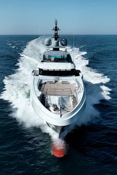 At 70 metres, Galactica Super Nova is the largest Heesen luxury yacht built to date. Its also one of the fastest yachts of this size in the world. Heesen has Super Yachts, Big Yachts, Yacht Luxury, Luxury Life, Yacht World, Boating Holidays, Marine Engineering, Private Yacht, Yacht Boat