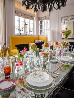 How to create a lovely tableware setting for the perfect ladies lunch. Styling by Ali Rabbani, Photo by Stefan Gergely for Falstaff LIVING. Ladies Lunch, Perfect Woman, Ali, Highlights, Table Settings, Tableware, Style, Environment, Creative