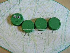Attività Creative Per Bambini  Bruco con tappi di plastica