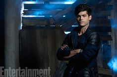 "Shadowhunters Matthew Daddario as ""Alec Lightwood"" Alec Lightwood, Jace Wayland, Matthew Daddario, Shadowhunters Tv Series, Shadowhunters The Mortal Instruments, Simon Lewis, Dominic Sherwood, Clary Fray, Katherine Mcnamara"