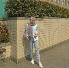 New style hijab casual kemeja Ideas Modern Hijab Fashion, Street Hijab Fashion, Hijab Fashion Inspiration, Fashion Outfits, Trendy Fashion, Classy Fashion, Photoshoot Inspiration, Muslim Fashion, Dress Fashion
