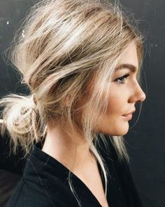 Lazy day hairstyles are lifesavers when you just don't have the energy to put effort into your appearance. Here are 20 different lazy day hairstyles that are super cute! hairstyles 20 Lazy Day Hairstyles That Are Quick And Cute AF - Lazy Day Hairstyles, Romantic Hairstyles, Trending Hairstyles, Straight Hairstyles, Casual Hairstyles For Long Hair, Braided Hairstyles, Medium Hairstyles Women, Quick Work Hairstyles, Bob Hairstyles