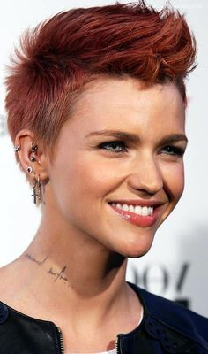 45 Short Punk Hairstyles and Haircuts that have spark to ROCK Punk Rock Hair, Short Punk Hair, Rock Hairstyles, Prom Hair, Locks, Curls, Hair Cuts, Hair Styles, Poker
