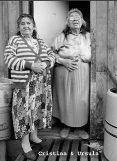 Christina and Ursula Calderon. The last two living Yagan Indians. Sailing Adventures, Prehistory, People Of The World, Antarctica, Virtual Tour, Old Pictures, American Indians, Archaeology, South America