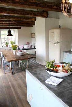 Vintage Kitchen Island Design Ideas - Home Design and Home Interior Swedish Kitchen, Farmhouse Kitchen Decor, Wooden Kitchen, Vintage Kitchen, Vintage Fridge, Country Kitchen, Earthy Kitchen, Countryside Kitchen, Barn Kitchen
