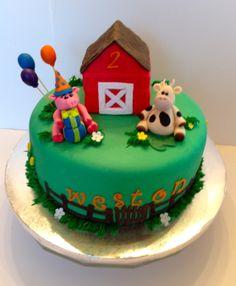 CakesbyKirsten. Funfetti cake filled with vanilla buttercream.  Everything is edible.  #barnyard cake # farm animals #fondant animals