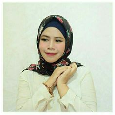 Temukan dan dapatkan Hijab Square Motif hanya Rp 60.000 di Shopee sekarang juga! http://shopee.co.id/dkiranaoktavianty/239779816 #ShopeeID