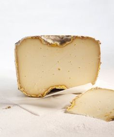 Lavort, sheep's milk from Auvergne,France. Fromage Cheese, Queso Cheese, Cheese Dishes, Wine Cheese, Cheese Shop, Cheese Lover, Oscar Wilde, Epoisses, Koken