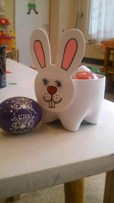 Searching for easy and innovative ideas for Easter crafts for kids? Check out some really fun Easter craft ideas for preschoolers. Easy Easter Crafts, Easter Projects, Easter Art, Bunny Crafts, Easter Crafts For Kids, Easter Bunny, Diy For Kids, Basket Crafts, Children Crafts