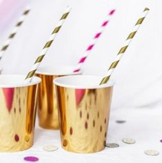 Gold Large Foil Cups - Gorgeous set of gold foil cups. Perfect for weddings, christenings, engagements, Gatsby and Bride Tribe Hen Parties. Pink And Gold Decorations, Silver Wedding Decorations, Fun Party Themes, Birthday Party Decorations, Deco Baby Shower, Bridal Shower, Ballon Rose, Anna Und Elsa, Metallic Gold Color