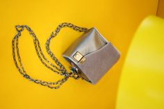 Le petite cube. How to wear a statement bag? - The Kingdom Style